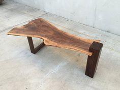 VENDIDO uno de tipo borde mesa de centro nogal nuez Claro | Etsy