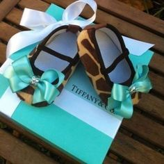 giraffe print Tiffany and co. Baby shoes with bow