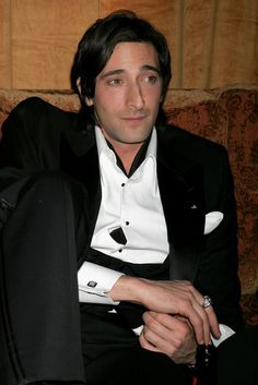 Adrien Brody Photos - Actor Adrien Brody attends the Weinstein Co. Golden Globe after party held at Trader Vic's on January 16, 2006 in Beverly Hills, California. - Weinstein Co. Golden Globe Party - Inside