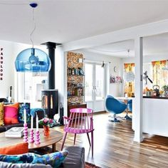 Kartell 'FL/Y' light in Cobalt Blue is gorgeous in this space. Loving the saturated colours used here!