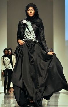 I LOVE the dramatic use of the skirt, paired with the cropped jacket and hijaab. I LOVE hijaabi-style like this!