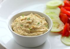 hummus dip recipe: lebanese hummus dip recipe without tahini. simple hummus recipe with step by step pictures. hummus dip for falafel pita bread. Easy Hummus Recipe, Make Hummus, Hummus Dip, Weight Watchers Hummus Recipe, Charcuterie Vegan, Vegetarian Cooking, Vegetarian Recipes, Healthy Recipes, Healthy Afternoon Snacks