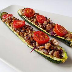 Cukkinihajó Bruschetta, Vegetable Pizza, Zucchini, Photo And Video, Vegetables, Ethnic Recipes, Food, Summer Squash, Eten