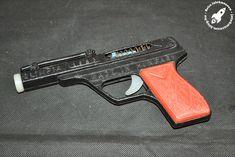 Retro Games, Vintage Ads, Guns, Weapons Guns, Vintage Advertisements, Revolvers, Weapons, Rifles, Retro Ads