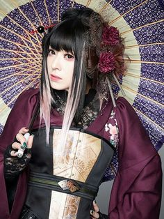 Dark romantic asian goth style.. lovely My Moon And Stars, Goth Music, Japanese Costume, Kawaii, Kimono Fashion, Visual Kei, Costumes For Women, Cool Bands, Asian Beauty
