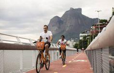 Ciclovia entre os bairros Leblon e São Conrado, no Rio de Janeiro. Image © Ricardo Borges/Folhapress