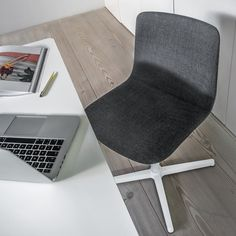 Work in style - Pato office chair by Welling/Ludvik Danish Furniture, Furniture Design, Fredericia Denmark, Furniture Companies, Chair And Ottoman, Scandinavian Interior, Floor Chair, House Design, Modern