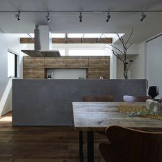 CURIOUSdesignworkersさんの、吹抜け,ダイニングテーブル,セブンチェア,カップボード,モールテックス,ダイニング,照明,キッチン,のお部屋写真
