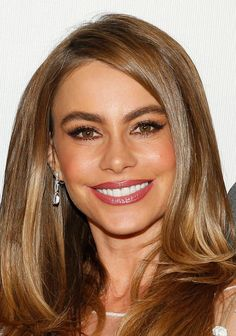Sofia Vergara - beauty - smoky eye & deep pink glossy lip - Tribeca Film Festival 2014