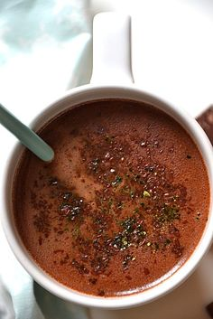 Hot chocolate with black and matcha tea - Chocolat chaud maison au thé { noir & matcha }