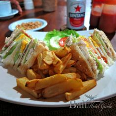 Traditional club sandwiches, select from ham or vegetarian. Comes as 4 triangle sandwiches with potato crispy.  Click on the link to learn more. http://www.balihotelguide.com/blog/category/food-in-bali/  #restaurant #warung #cafe #bali #nice #food #club #sendwich #vegetarian #potato #crispy