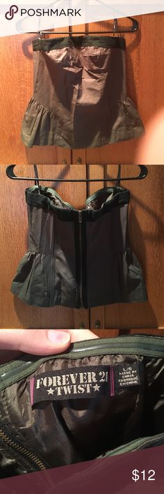 Retro strapless top! Army green retro strapless top!! So cute!! Peplum style waist. Black trim at top. Exposed zipper closure!! Large Forever 21 Tops