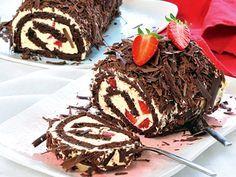 Epres csokis piskótarolád Hungarian Recipes, Hungarian Food, Biscuits, Food And Drink, Meat, Baking, Minden, Cake, Indoor
