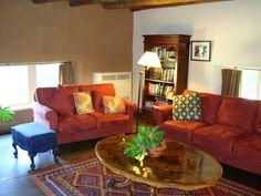 A veces la sala de estar es un lugar con muy poco uso en la casa, ¡sácale provecho a este espacio!. Con estos tips podrás hacer de tu sala el lugar más acogedor de tu hogar.  Equipa tu hogar con nosotros >> http://www.linio.com.ve/hogar//