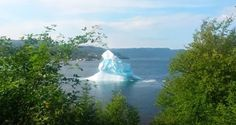They Saw Firsthand What Happens When An Iceberg Breaks And It's A Beautiful Sight To Behold
