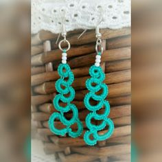 Emerald river -earrings, tatted by Lankapuu on Etsy