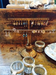 TSG Virgina Beach: Christmas Shopping at Friday (Vintage) ViBes - Love the Jewelry and the Jewelry Stand!