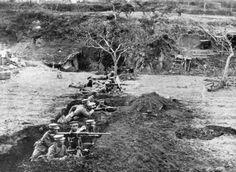 Japanese troops man their Type 38 machine guns during the Siege of Tsingtao, 1914.