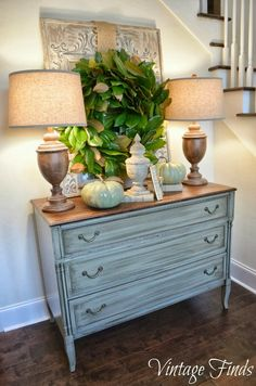 love the lamps and table color combo