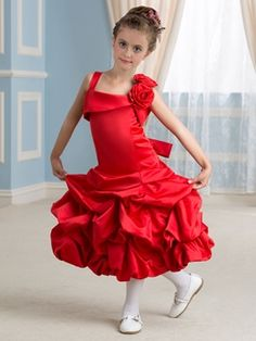 This gown is very cute for the young girl holding the bouquet at your wedding ceremony. You should take a look at this cute Cute Straps Flower Girl Dress. Wedding Color Pallet, Wedding Colors, Wedding Styles, Trendy Wedding, Summer Wedding, Wedding Dresses For Kids, Cute Wedding Dress, Cute Dresses, Girls Dresses