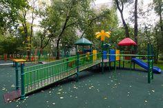 29-летний житель Ижевска обвиняется в изнасиловании молодой женщины на детской площадке.