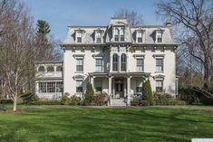 Old Abandoned Houses, Old Mansions, Old Farm Houses, Huge Houses, Unusual Homes, Second Empire, Victorian Homes, Victorian Interiors, Vintage Homes