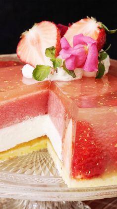 Luxury Strawberry Jelly Cake - Cake My Day - Desserts - Dessert Recipes Baking Recipes, Cake Recipes, Dessert Recipes, Strawberry Jelly, Strawberry Drinks, Jelly Cake, Tasty, Yummy Food, Just Desserts