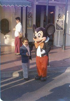 Retro Mickey at Disneyland Disney Day, Old Disney, Disney Love, Disney Parks, Mickey And Minnie Costumes, Mickey Mouse Gloves, Disneyland Photos, Vintage Disneyland, Disney Characters Costumes