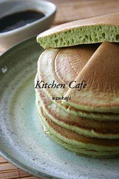 抹茶パンケーキ Japanese Deserts, Japanese Sweets, Japanese Food, Japanese Pancake, Sweets Cake, Breakfast Time, Desert Recipes, Matcha, Sweet Tooth