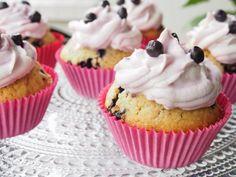 Mustikka kuppikakut = Bluberry cupcakes.