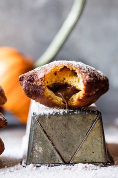 Nutella Stuffed Pumpkin Beignets - A simple dough made with apple cider and pumpkin, stuffed with Nutella and fried to perfection! A great dessert for the Thanksgiving! Nutella Brownies, Desserts Nutella, Nutella Donuts, Nutella Recipes, Chocolate Donuts, Donut Recipes, Pumpkin Recipes, Fall Recipes, New Recipes