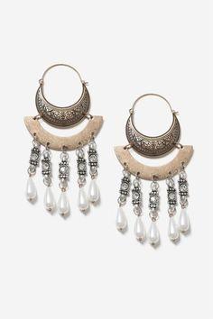 http://eu.topshop.com/en/tseu/product/bags-accessories-1702217/jewellery-485134/pearl-chandelier-earrings-6833876?bi=20&ps=20 https://es.pinterest.com/iolandapujol/pins/ ☆ insta: @ iola_pujol