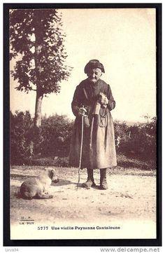 758_001_cpa-ancienne-france-cancal-15-une-vieille-cantaloune-et-son-chien-tricot-de-chaussettes.jpg (477×730)