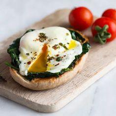 Ποια είναι η καλύτερη ώρα να πάρεις συμπλήρωμα ασβεστίου; Και το συμπλήρωμα σιδήρου ή τη βιταμίνη D; - Shape.gr Soup, Diet, Breakfast, Vitamins, Morning Coffee, Soups, Banting, Diets, Per Diem