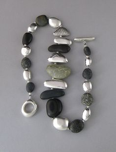 Smooth stones necklace