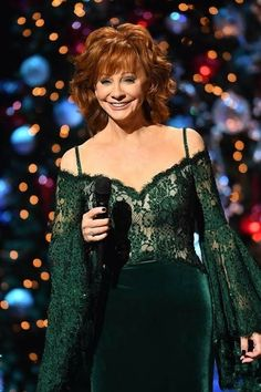 Reba McEntire hosted CMA Country Christmas at The Grand Ole Opry in Nashville on Nov. Country Female Singers, Country Music Singers, Country Artists, Reba Mcentire, Country Music Stars, Holiday Movie, Celebs, Celebrities, Timeless Beauty
