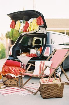 Everything you will need for the perfect game day: http://www.stylemepretty.com/2016/09/24/tailgating-must-haves-for-a-true-touchdown/ Photography: Caroline Tran - http://carolinetran.net/