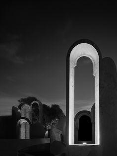 La nouvelle campagne surrealiste de Flos Outdoor : Lampe Fenestra.