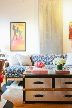 Check out these 20 ideas to help you fight the battle against covered coffee tables and to prevent your living room from becoming more about storage than style.