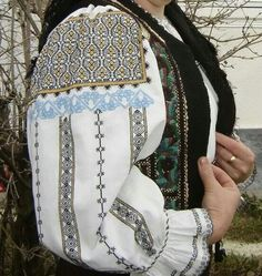 Romanian blouse - Harghita. Dobreanu collection Ethnic Dress, Folk Costume, Powerful Women, Hand Embroidery, Textiles, Female, Blouse, How To Wear, Clothes