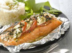 Avec les lectrices reporter de Femme Actuelle, découvrez les recettes de cuisine des internautes : Papillote de saumon à la mozzarella