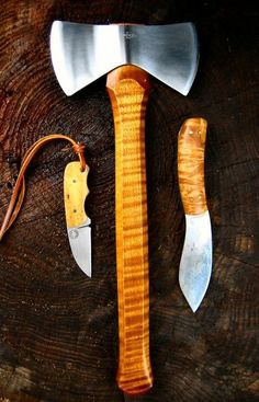 nessmuk:  craftandlore:  Nessmuk Trio  I would prefer a multiple bladed pocketknife over the small fixed blade but this is a beautiful set.