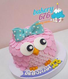 Owl Desserts, Simple Fondant Cake, Bee Birthday Cake, Owl Cakes, Fondant Figures, Cake Boss, Cute Cakes, First Birthdays, Cake Decorating