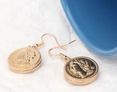 All handmade earrings with good quality and unique design. Here you can choose your favorite buttons that you see from my shop and I could change it into earrings.  Welcome to my shop and various choice you can find at the below website:  https://www.zibbet.com/misswater   Metal: Metal  Size: 2cm  You will receive a pair of earrings.