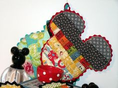 Quilt Taffy: Mickey Mouse Hotpad / Potholder Tutorial @Chalice Schragel..it's against my better judgement to pin this....