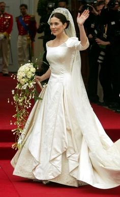 Mary Donaldson of Denmark Princess Mary of Denmark paired her gown with a century-old crown at her May 2004 wedding to Crown Prince Frederik. Royal Wedding Gowns, Celebrity Wedding Dresses, Royal Weddings, Modest Wedding Dresses, Celebrity Weddings, Bridal Gowns, Gown Wedding, Bonny Bridal, Wedding Crowns