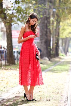 red lace dress at Milan Fashion Week Pretty Dresses, Beautiful Dresses, How To Wear Belts, Italian Girls, Cool Street Fashion, Milan Fashion, Spring Fashion, Italian Fashion, Italian Chic