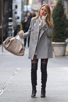 """Gossip Girl"" had plenty of fashion and style inspiration, but Serena van der Woodsen, played by Blake Lively, had some seriously iconic looks. Here are some of Serena's best outfits on ""Gossip Girl. Gossip Girl Blair, Moda Gossip Girl, Gossip Girls, Gossip Girl Mode, Style Gossip Girl, Prada Marfa Gossip Girl, Blake Lively Gossip Girl, Gossip Girl Serena, Gossip Girl Outfits"