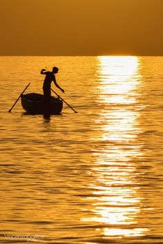 Bagnara Calabra, Italy (Fishing on Gold by Vincenzo Saffioti on Fishing Photography, Dslr Photography, Draw On Photos, Cool Photos, Dawn And Dusk, Regions Of Italy, Color Stories, Ciel, Photo Manipulation