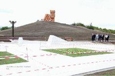 """El sitio de la imponente escultura armenia """"Menk yenk sarére mer"""" (Somos nuestras montañas) que simboliza Artsaj, ubicado en la entrada de Stepanakert, ha presentado un avance importante."""